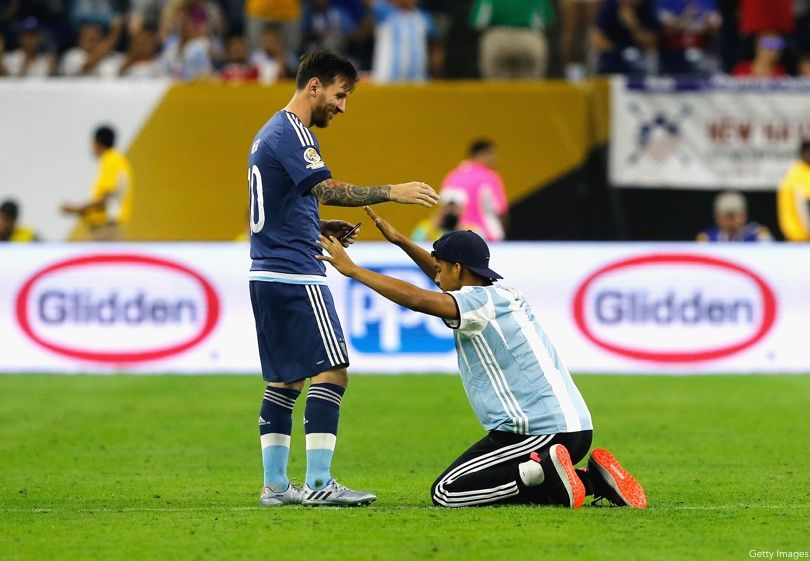 Lionel Messi Bow