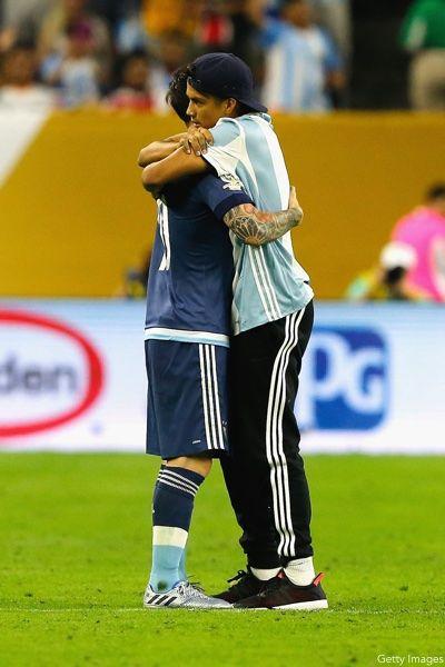 Lionel Messi Hug