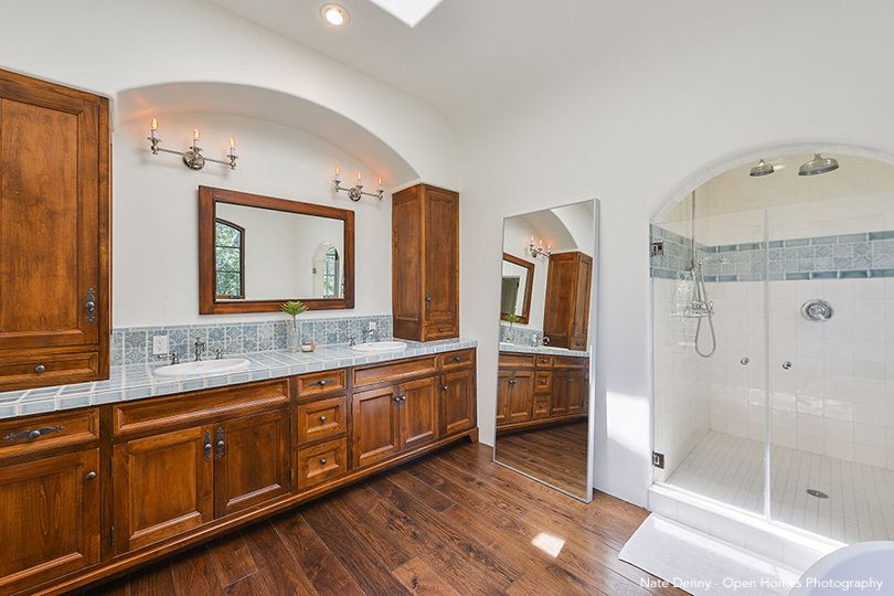 Stephen Curry's Master Bathroom