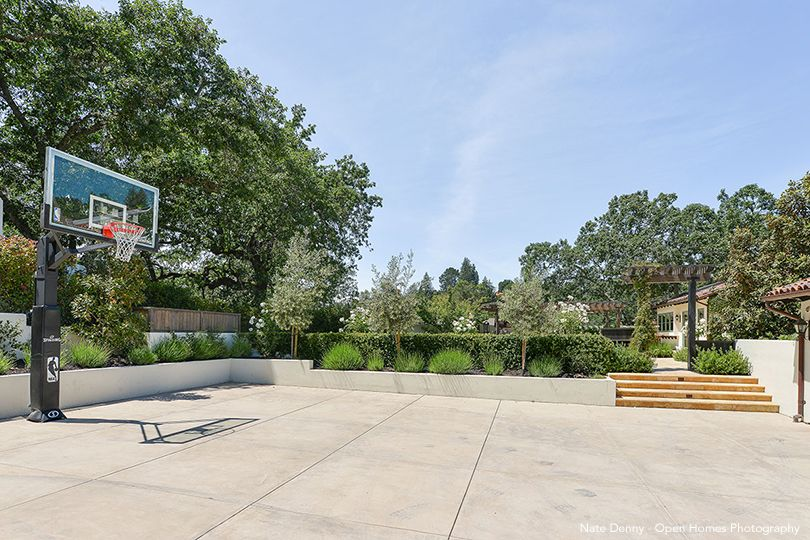 Stephen Curry's Basketball Court